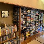 壁一面に500種の「ボードゲーム」がズラリ 箱根の旅館が「地上の楽園」だと話題→なぜこんなに沢山?若旦那に聞いた