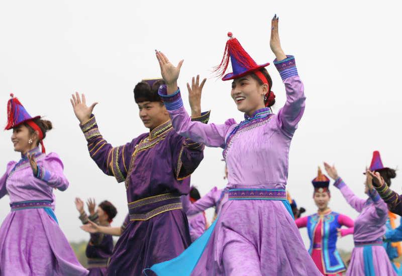 甘粛省粛北モンゴル族自治県で成立70周年祝賀大会