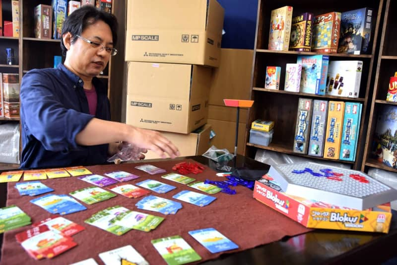 130種遊び放題、90分で950円 ボードゲームカフェ開設 囲碁や将棋にない良さとは…