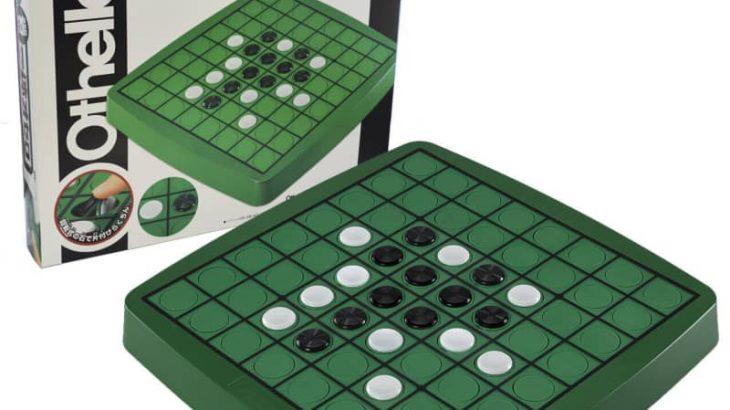 各マスに石を内蔵、回転して色が変えられる ボードゲーム「一体オセロ」