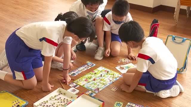 ボードゲームでSDGsを学ぶ…南砺市の小学生